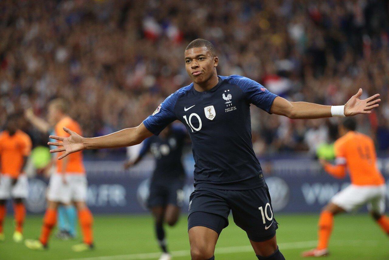 22岁291天!姆巴佩超越本泽马成为代表法国出场50次最年轻球员