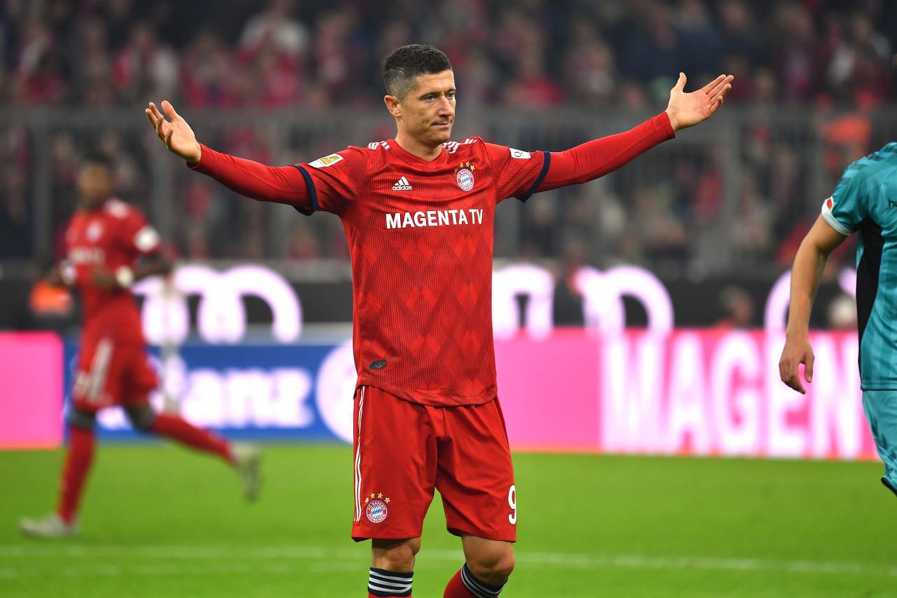 官方:一传一射,莱万当选本轮德甲最佳球员