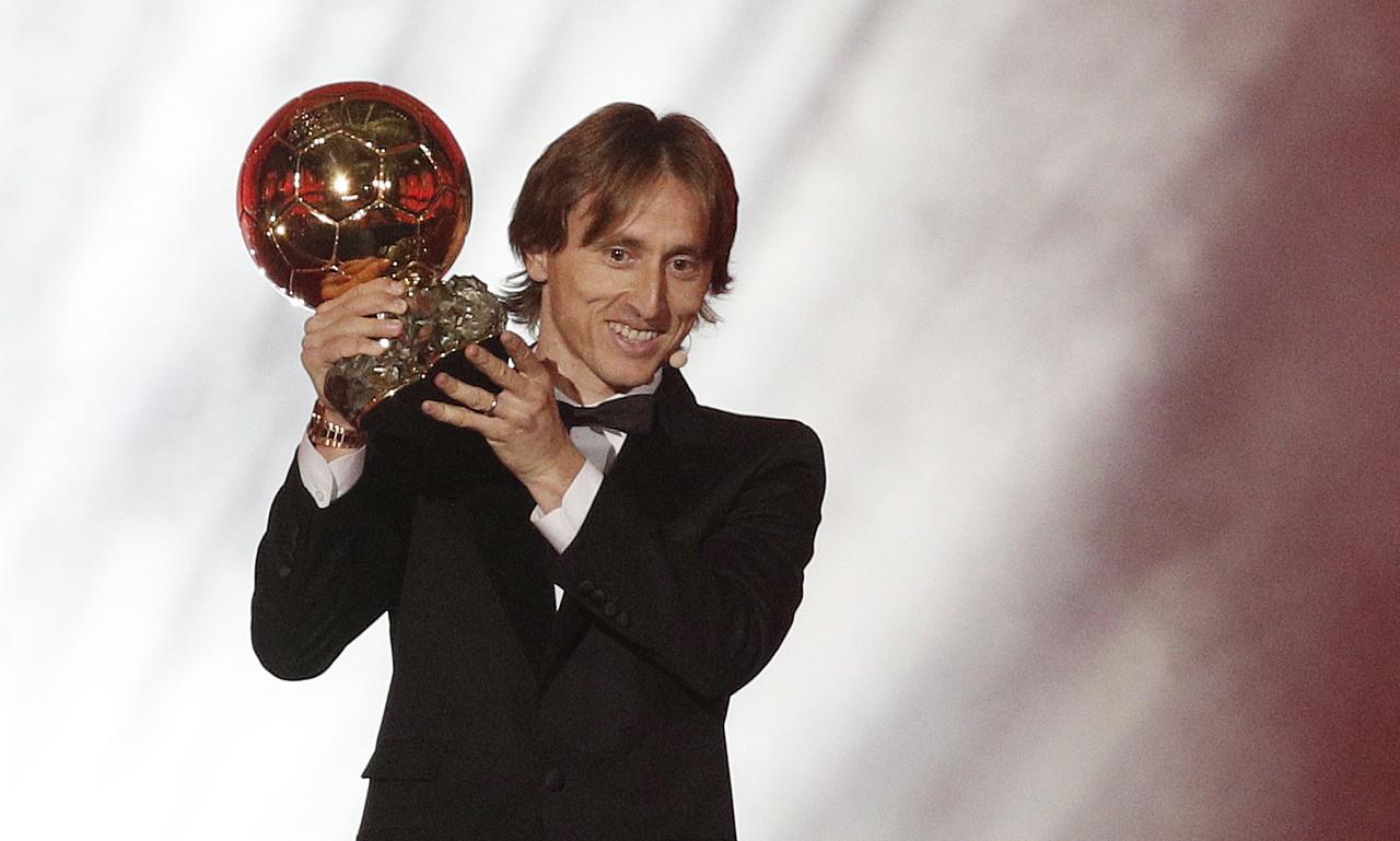 亚博:莫德里奇-当得知取得金球奖后我哭了