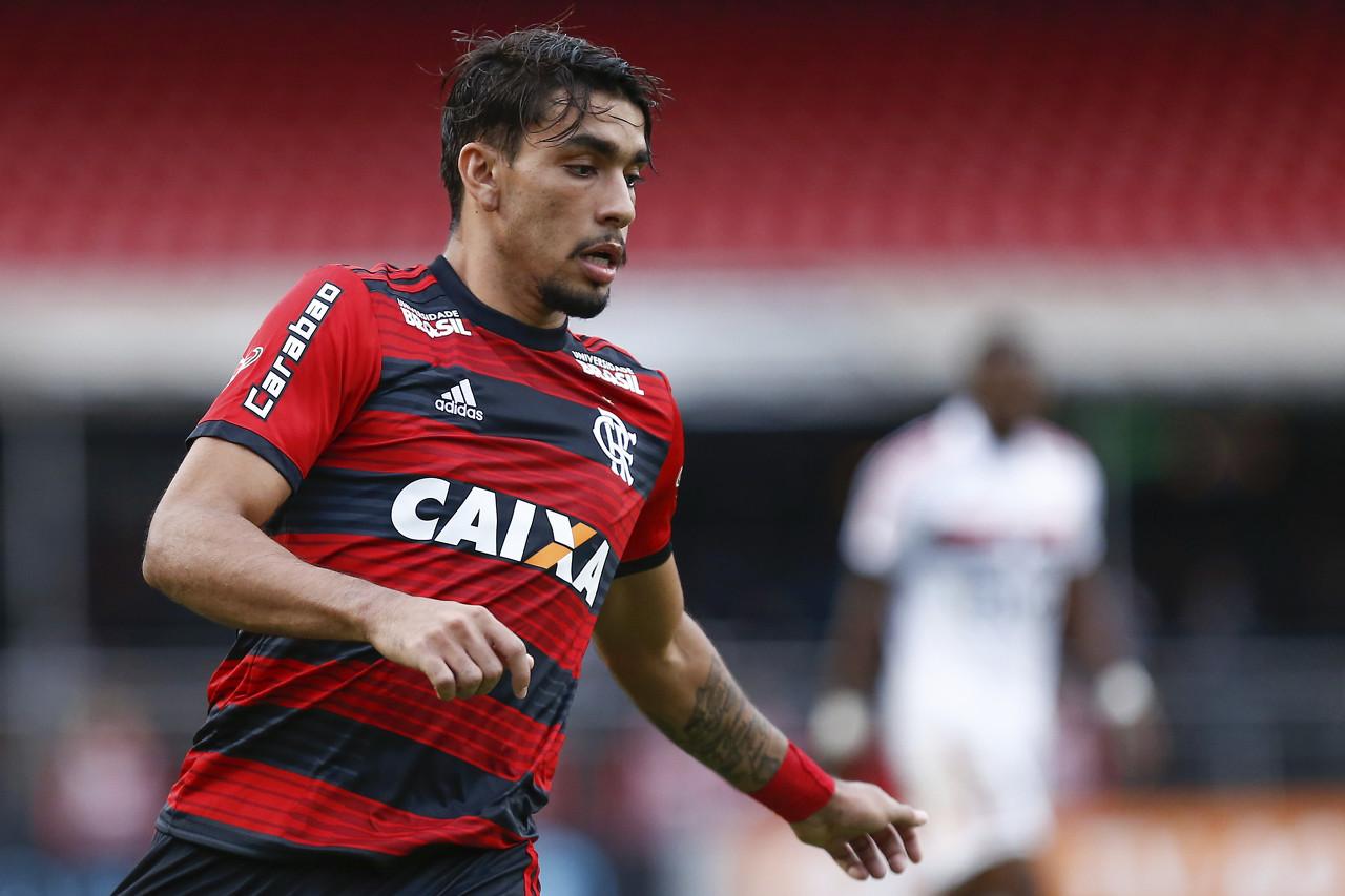 卡卡:帕奎塔穿10号很棒,他已经为巴西队做好准备