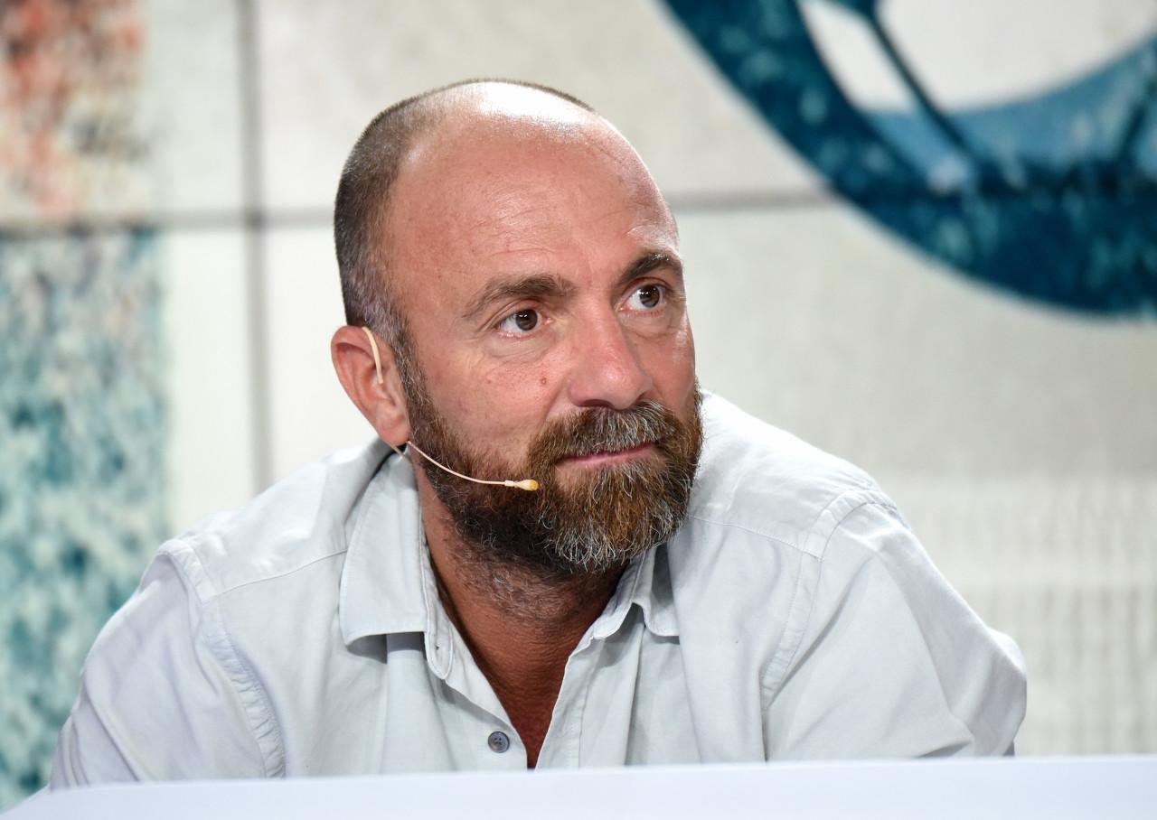 亚博:杜加里-巴黎体育总监,请你抓紧时候买格列兹曼