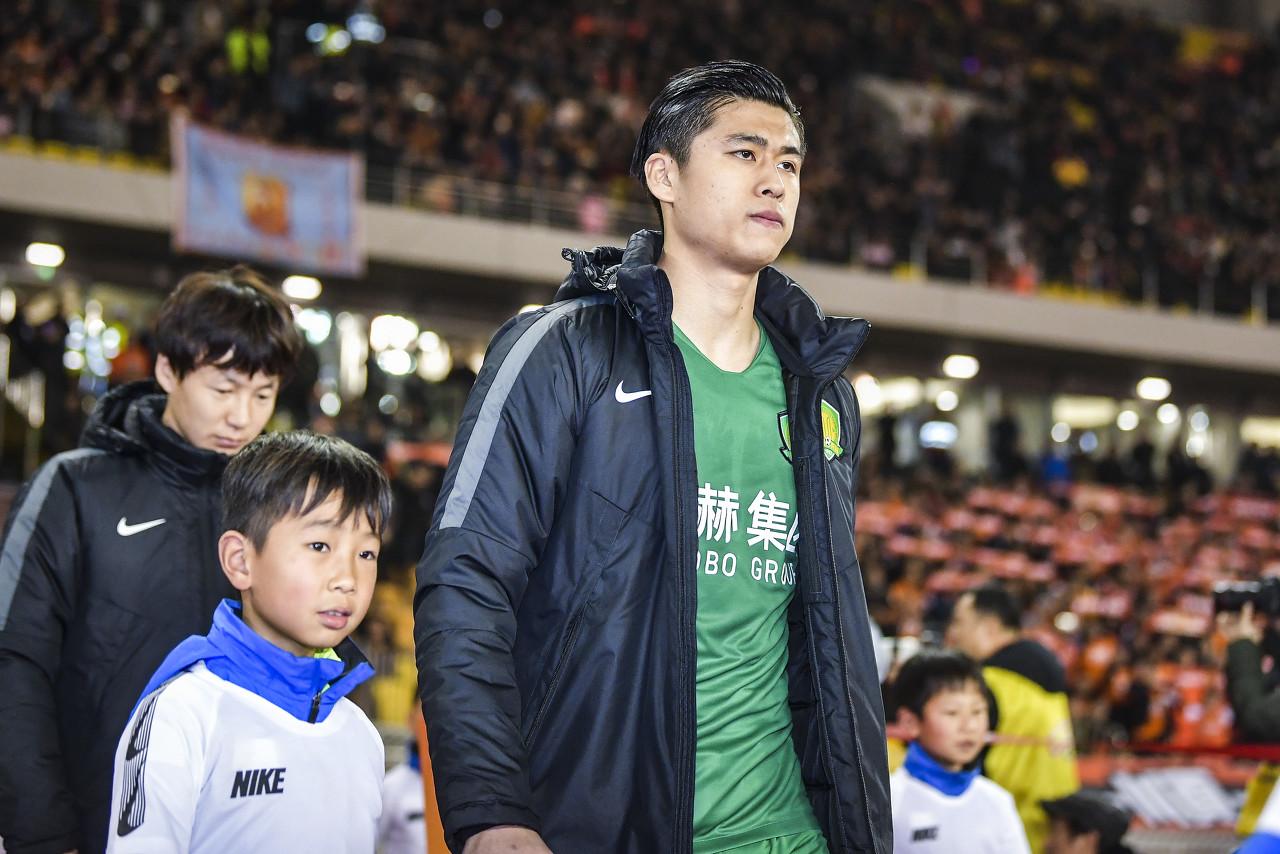 张玉宁启程赴国奥,将随队参加奥预赛首阶段比赛