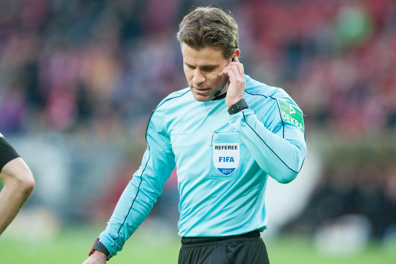每体:德国名哨布吕希将执法巴萨曼联次回合比赛