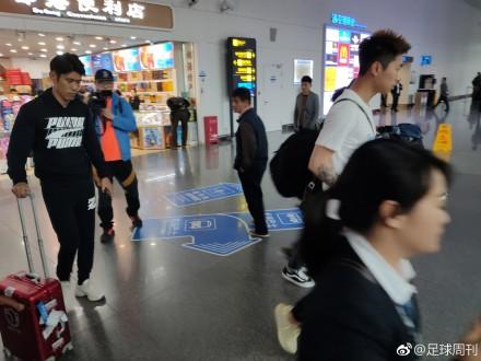 机场宣,吕文君、傅欢、彭欣力抵达南宁