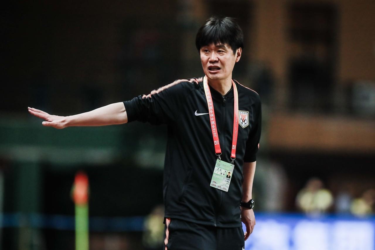 李霄鹏谈联赛首败:队员踢得急躁了 向到场球迷致歉