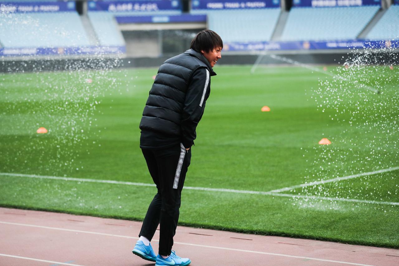 记者:李铁上午带选拔队训练,下午返俱乐部率卓尔备战联赛