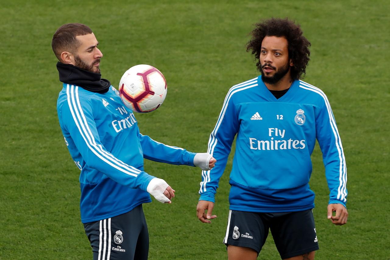 皇马官方:马塞洛和纳乔恢复户外有球训练