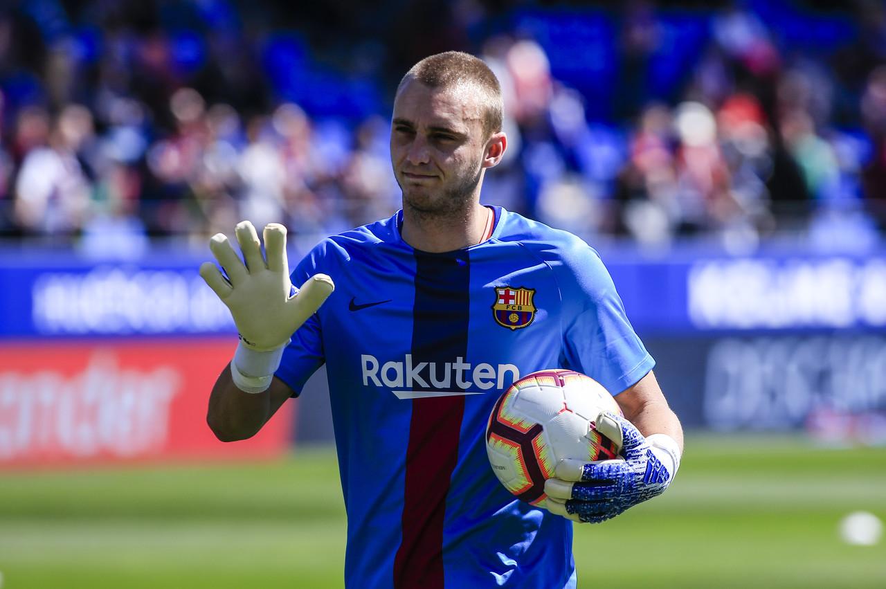 世体:巴塞罗那与瓦伦西亚并未协商西莱森转会
