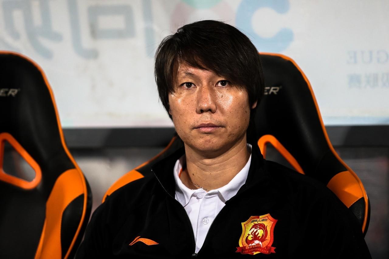 记者:昨日会议确定李铁带队踢东亚杯,此前辟谣因未征得本人意见