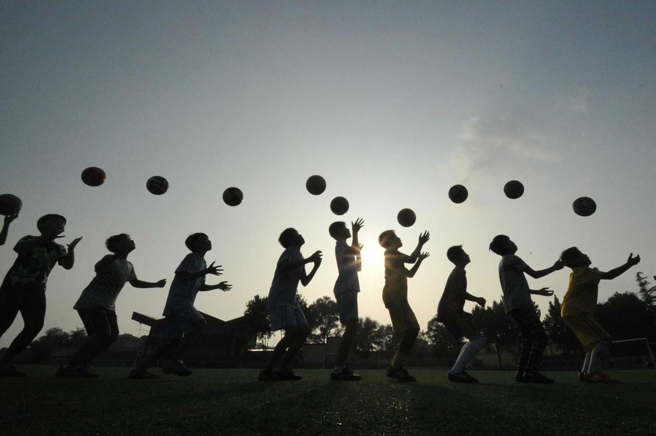 教育部:未来十年将建成5万所足球特色学校
