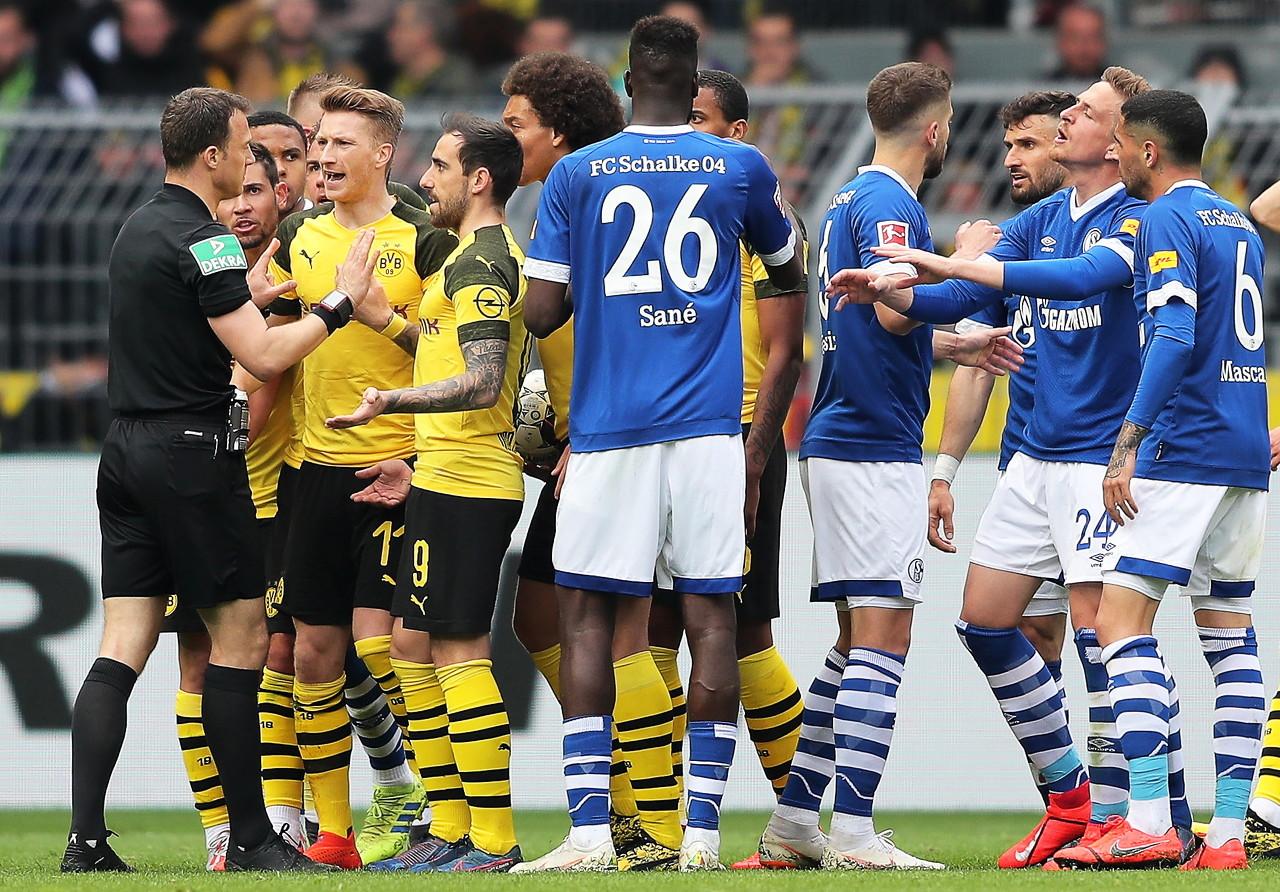 停赛仍坐替补席边,罗伊斯或被足协罚款