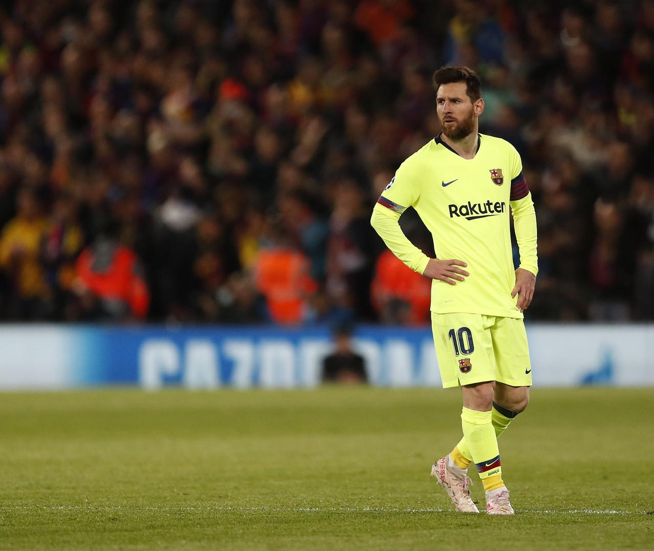 亚博:埃瓦尔先锋-梅西是世界最好球员,周末角逐不但愿他进场
