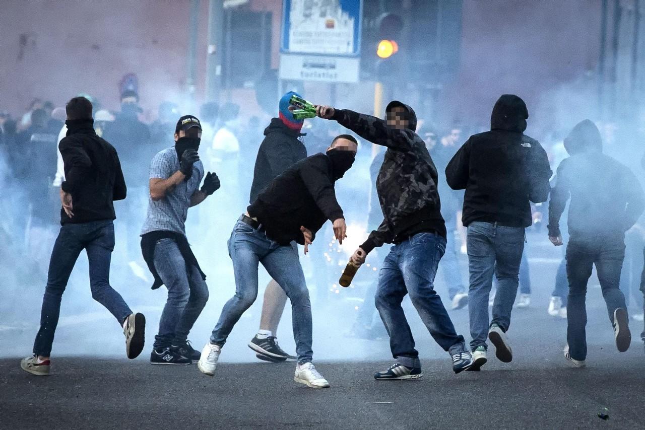 亚博:氛围火爆!拉齐奥球迷与差人间产生动乱