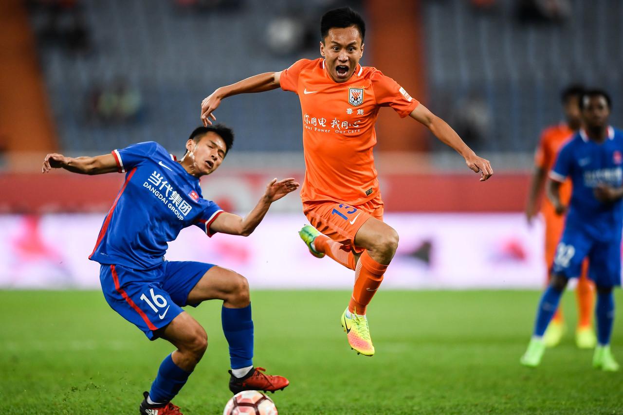 足球报:张弛越老越妖,国家队应给予机会