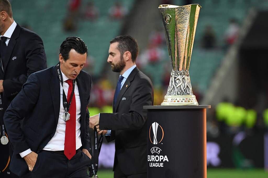 埃梅里:拿到欧联杯三连冠后,弗格森曾问过我是否憧憬欧冠奖杯