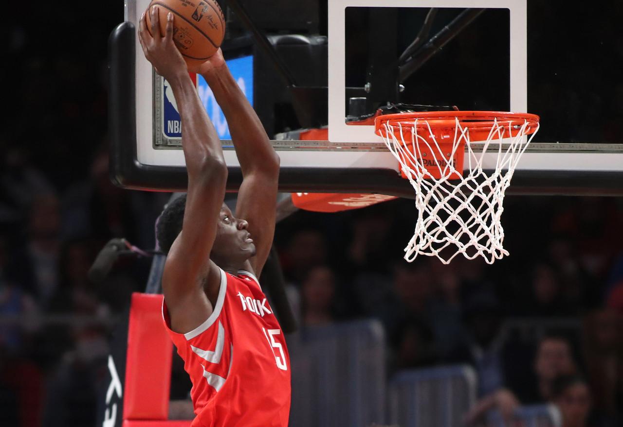 篮球晚报:湖人寻求第二组织者 马刺或送走双德