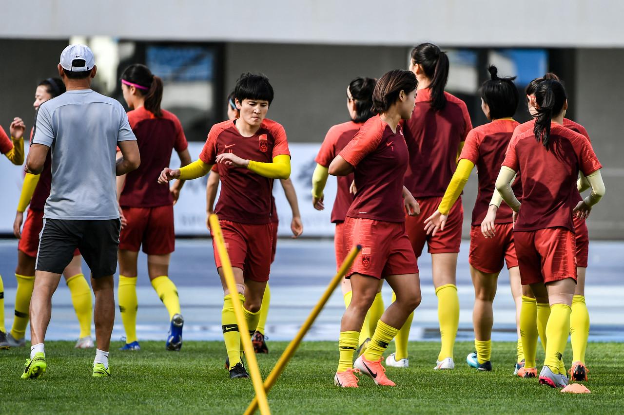 女足姑娘已忘掉憾负德国,正在巴黎全力备战南非