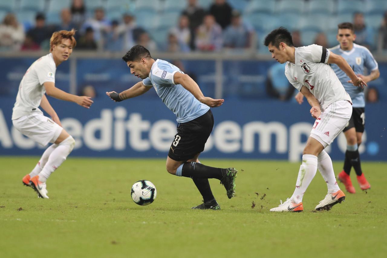 马里潘:防守梅西最好喊几个队友一起上 智利是美洲杯夺冠热门