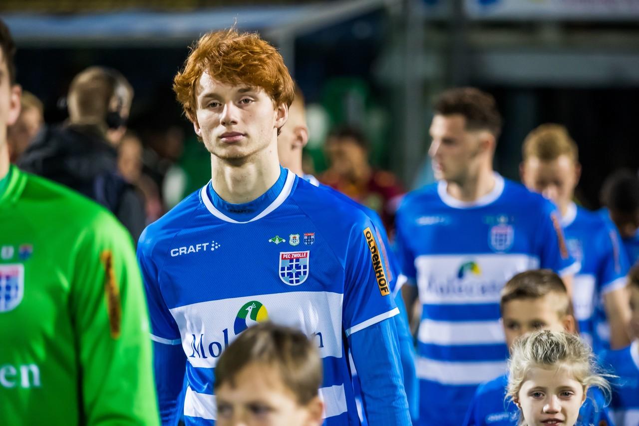 回声报:利物浦尝试引进荷兰17岁中卫,要与拜仁竞争