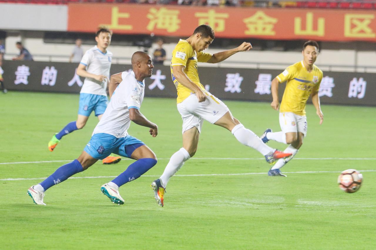 东体:申鑫周末继续出战联赛,转让协商积极进行
