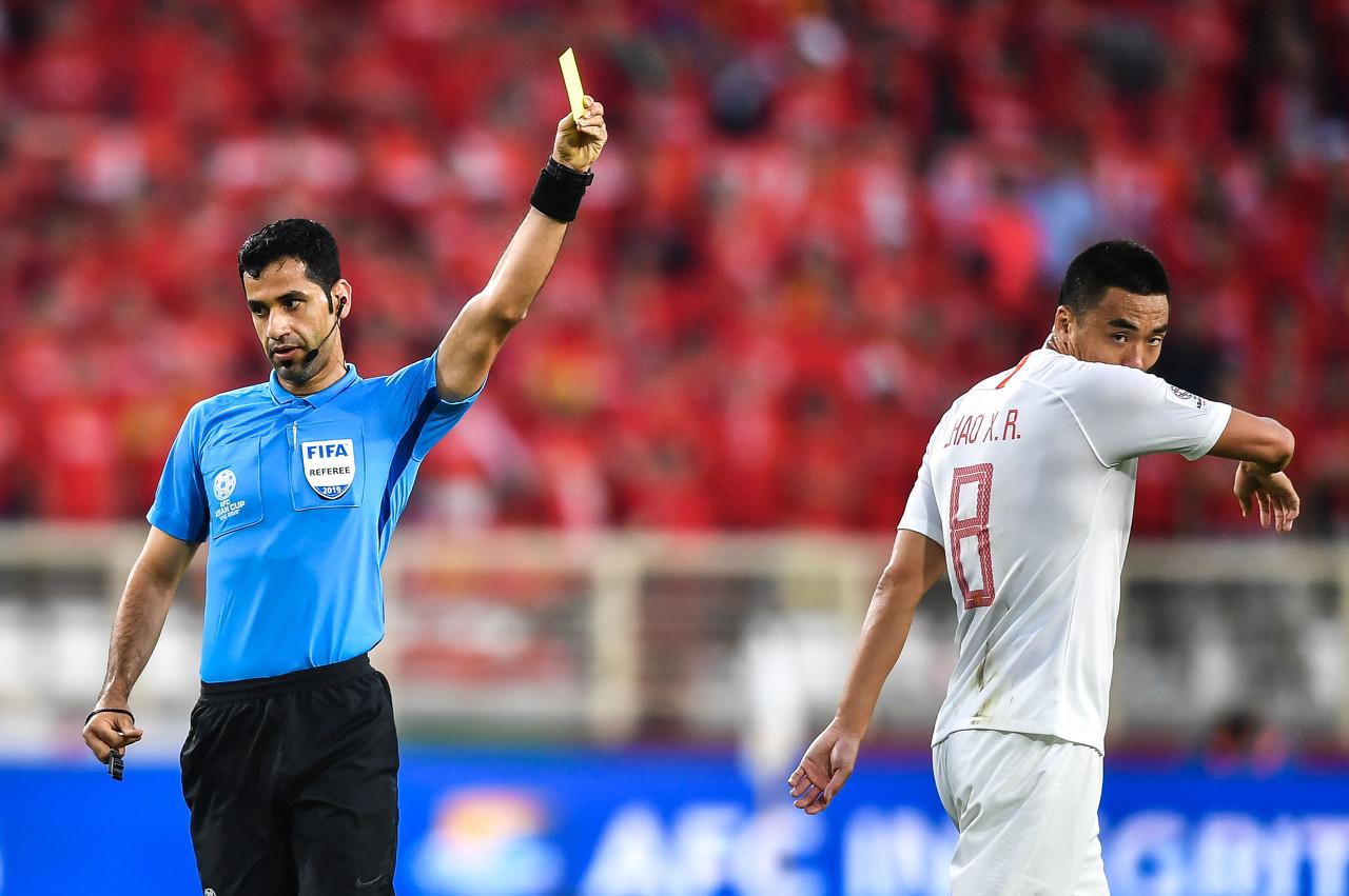 津媒:战乌兹国奥被判首粒点球时VAR曾介入,但主裁拒绝回看