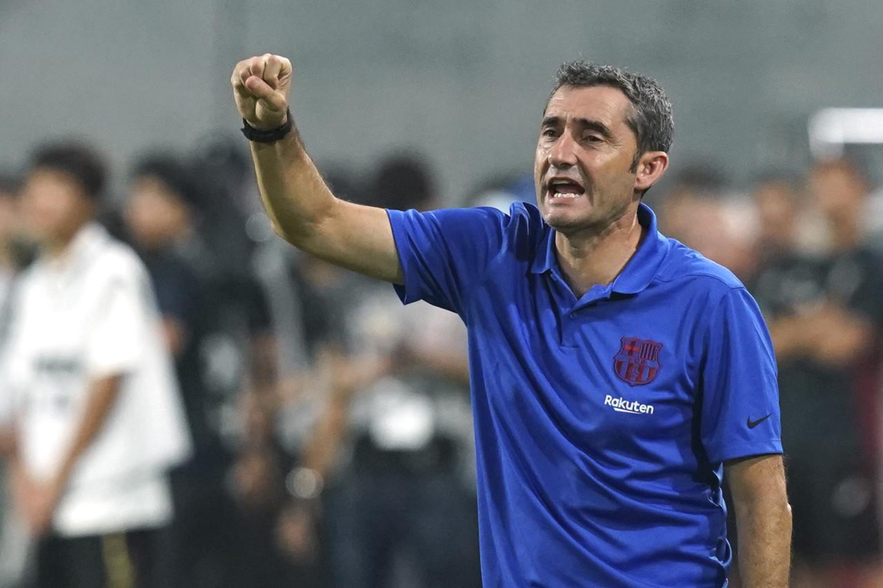 阿斯:巴塞罗那罢工使交通受阻,巴尔韦德希望球队提前飞往客场
