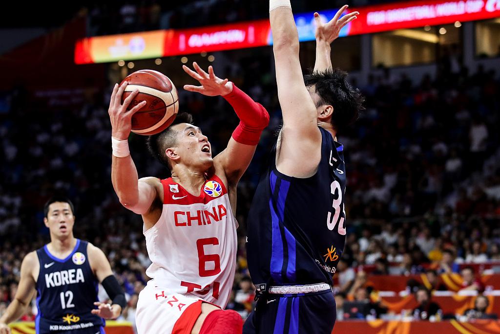 杨毅:不应禁止球员上综艺节目 市场会推动体育发展