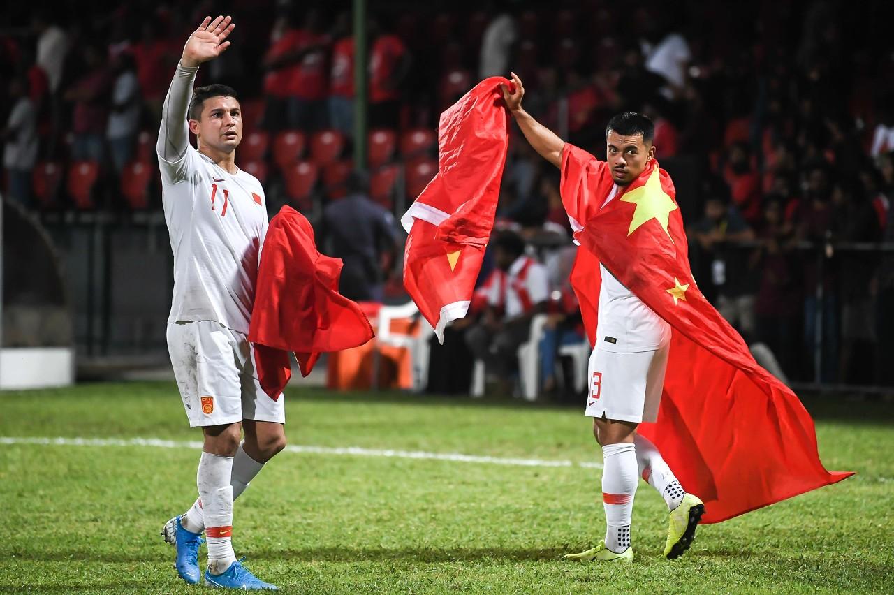 新华网:归化球员表现没达预期,有人担心他们会放弃中国国籍