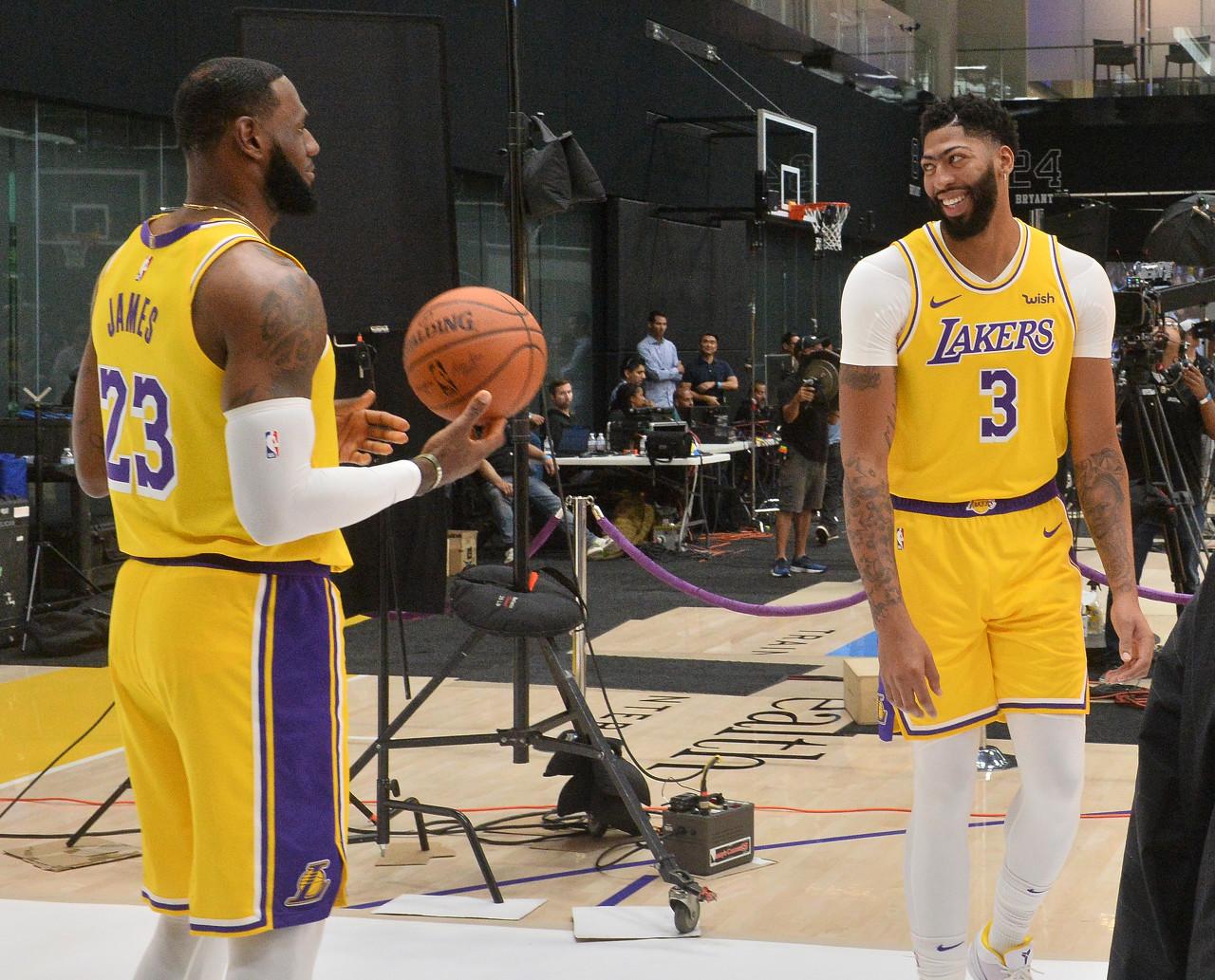 【揭秘】NBA球队的群聊:调侃