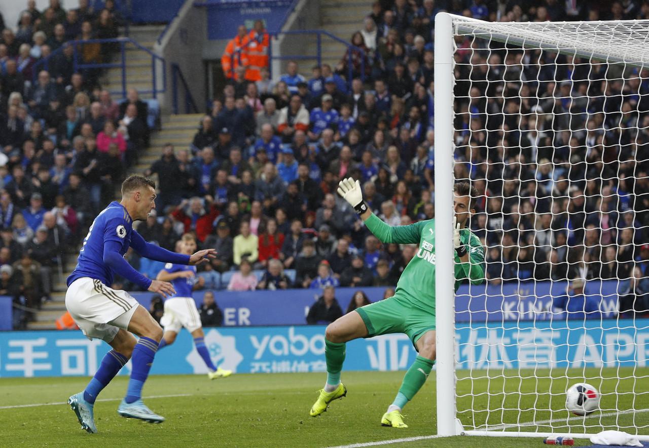 瓦尔迪梅开二度,英超总进球数超越C罗