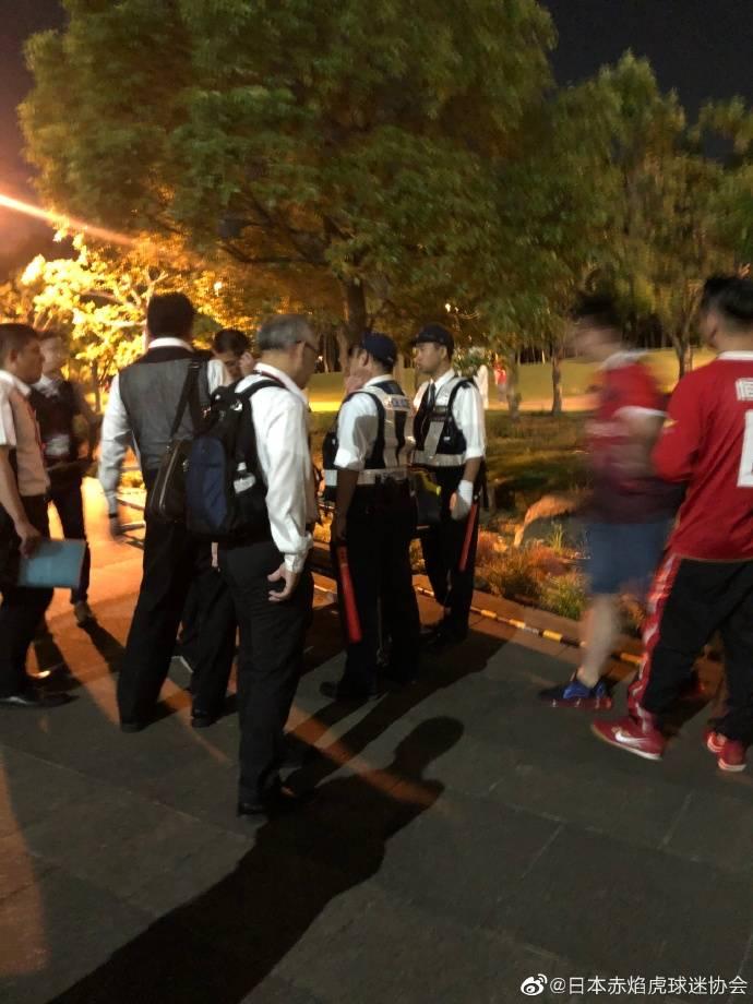 恒大日本球迷会:有日本球迷辱骂中国,棍棒击打围攻恒大球迷