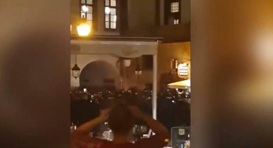 每日星报:英格兰球迷与布拉格当地警察发生暴力冲突