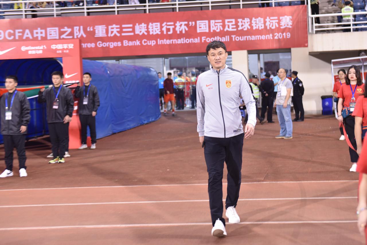 渝媒:郝伟上任后严格整风,一国奥球员因玩手机被罚2万
