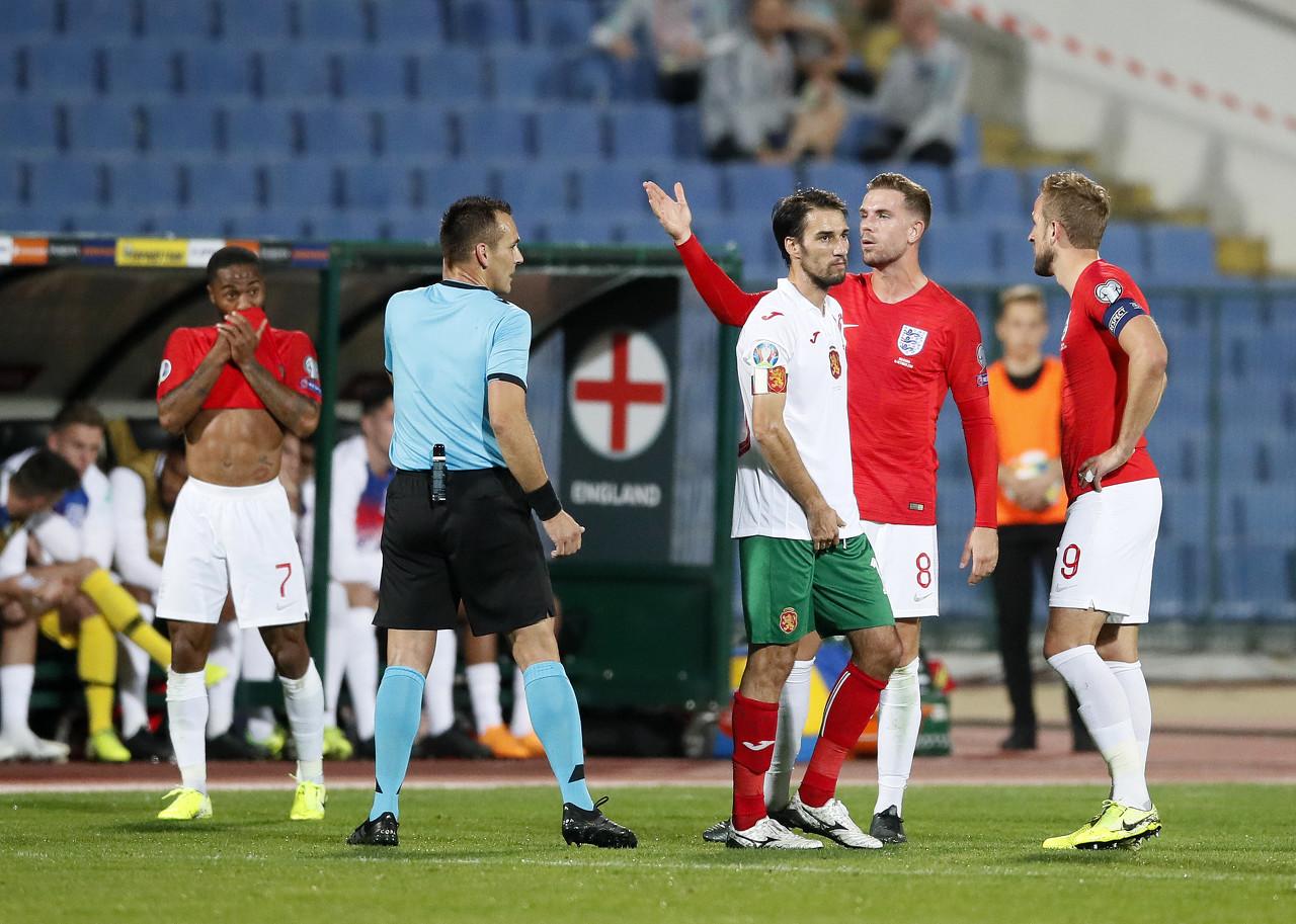 镜报:因种族歧视英格兰球员,五名保加利亚球迷被捕