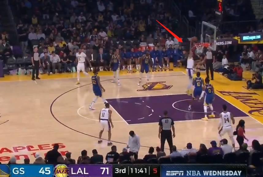 【影片】人生如戲全靠演技!McGee戰術性受傷,骗過嘴绿後輕鬆灌篮得分!-黑特籃球-NBA新聞影音圖片分享社區