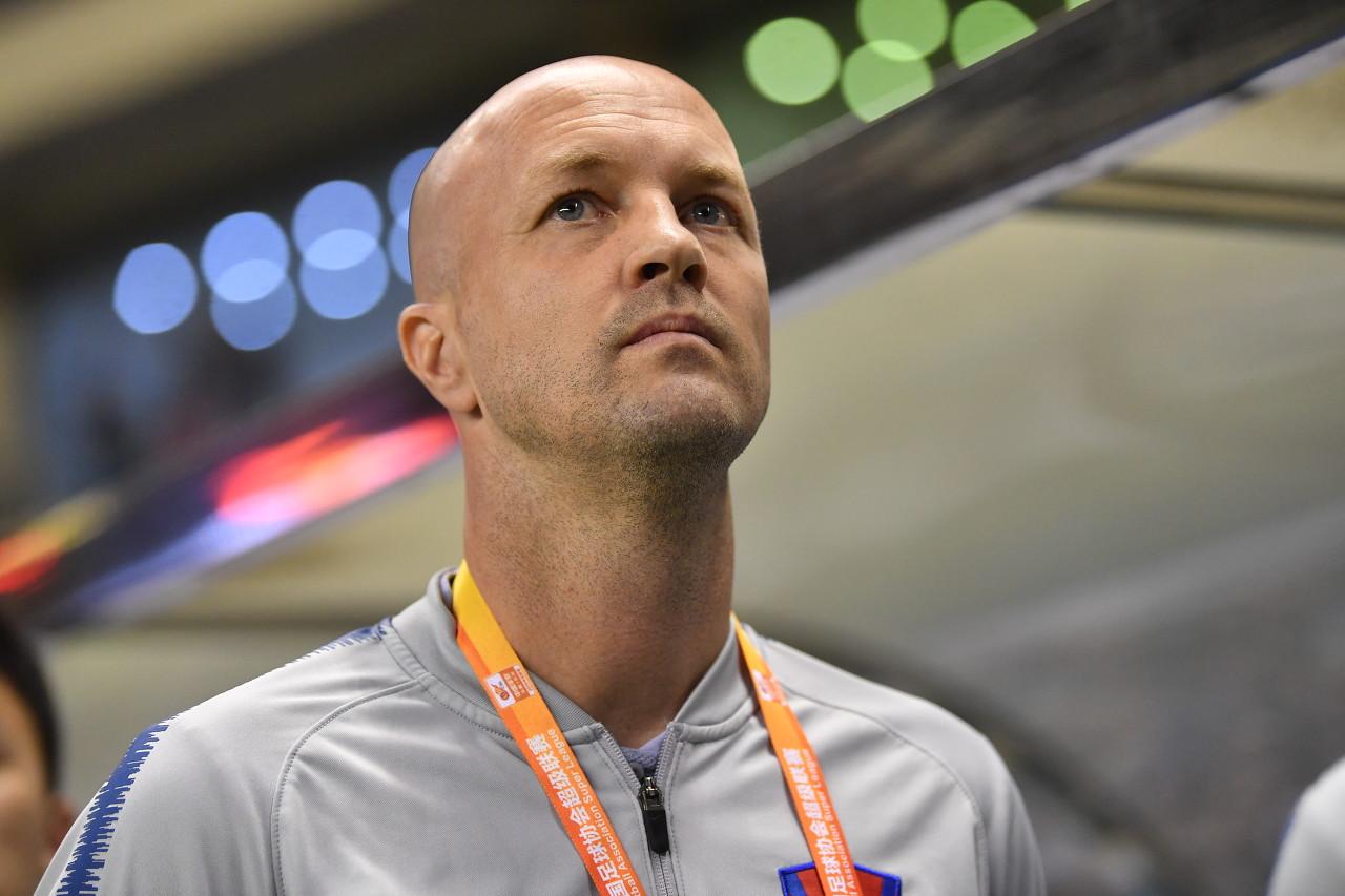 足球报:斯威俱乐部遭遇资金困难,小克鲁伊夫与球队续约不顺利