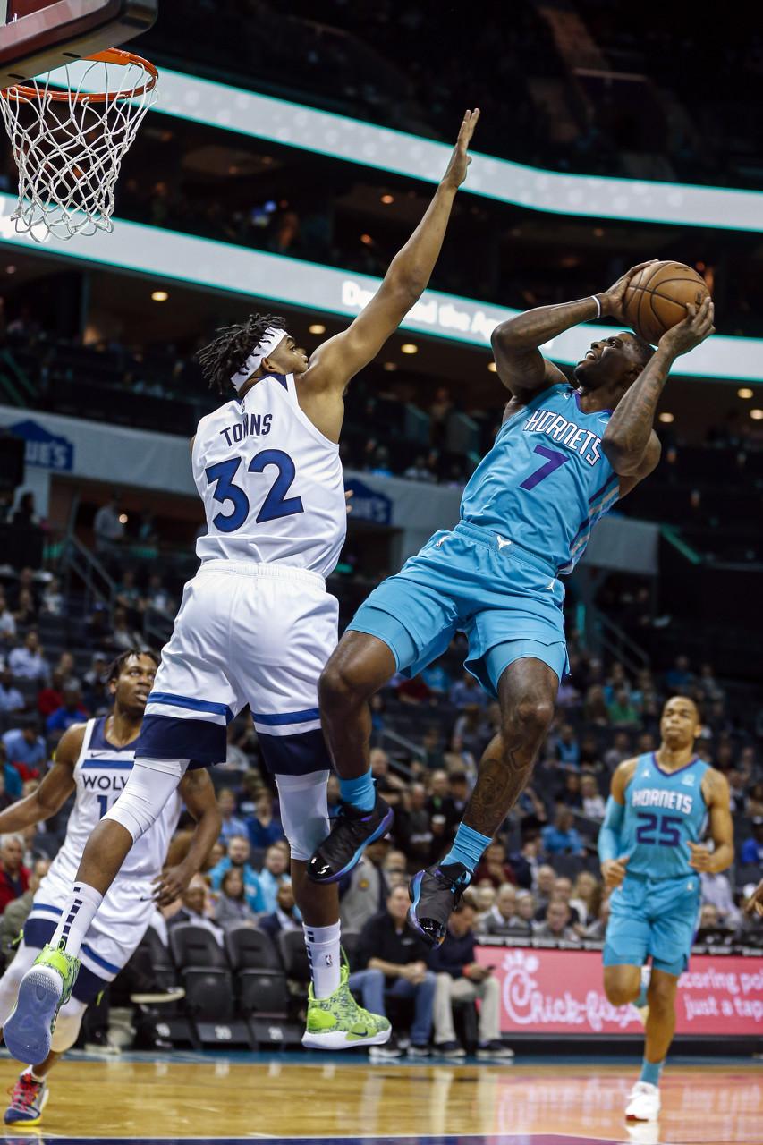 唐斯赛季前两战均至少35分10板 NBA历史第六人