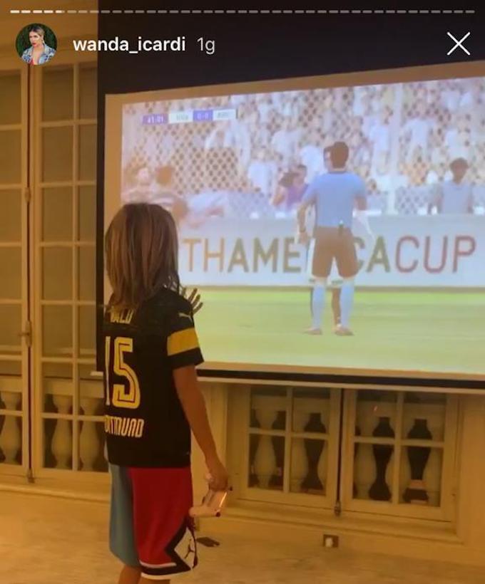 是巧合吗?旺达ins发视频,儿子身穿国米下场对手多特的球衣