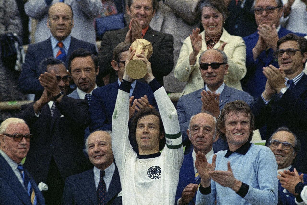 1974年,两个德国相遇,民主德国1-0战胜联邦德国。但最终还是联邦德国笑到最后