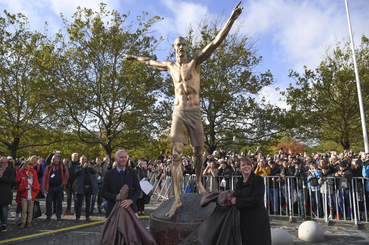 将伊布雕像移至米兰?市长:我不会反对这个提议