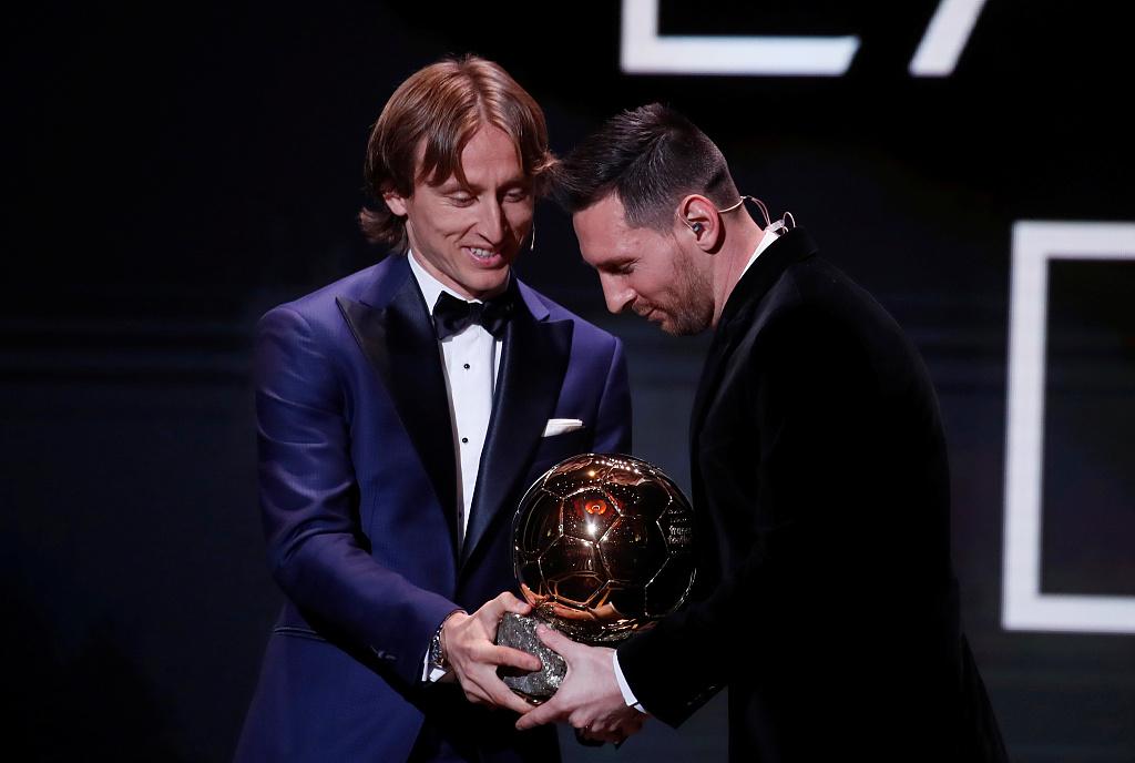 阿根廷总统祝贺梅西获得金球奖:你是国家的骄傲!