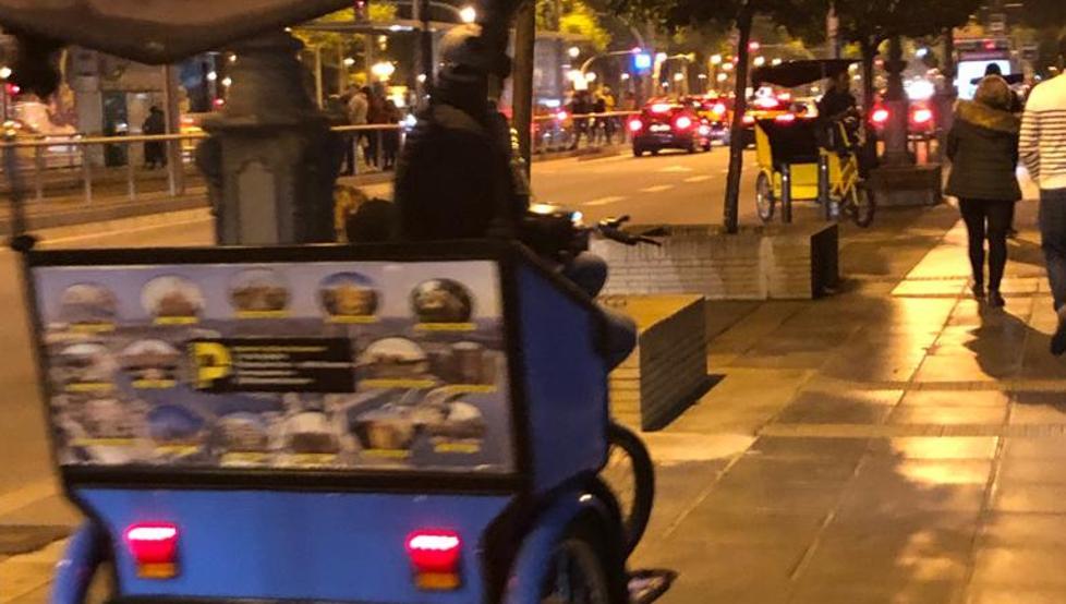 由于三更缺少没租车,诺坎普中三轮车成为了新的代步工具