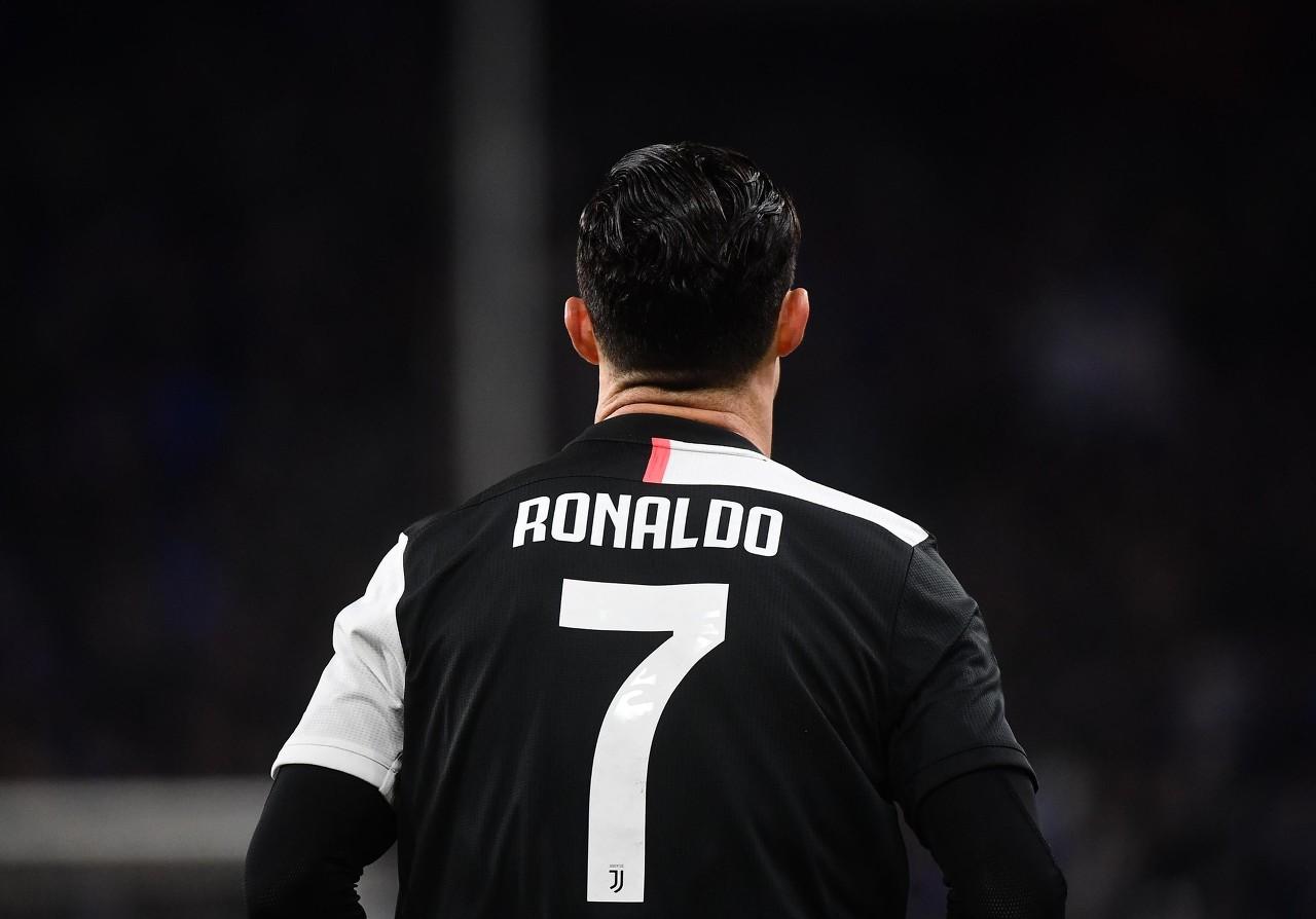 C罗在前锋投票中排第四,欧足联改变阵型才让他入选最佳阵