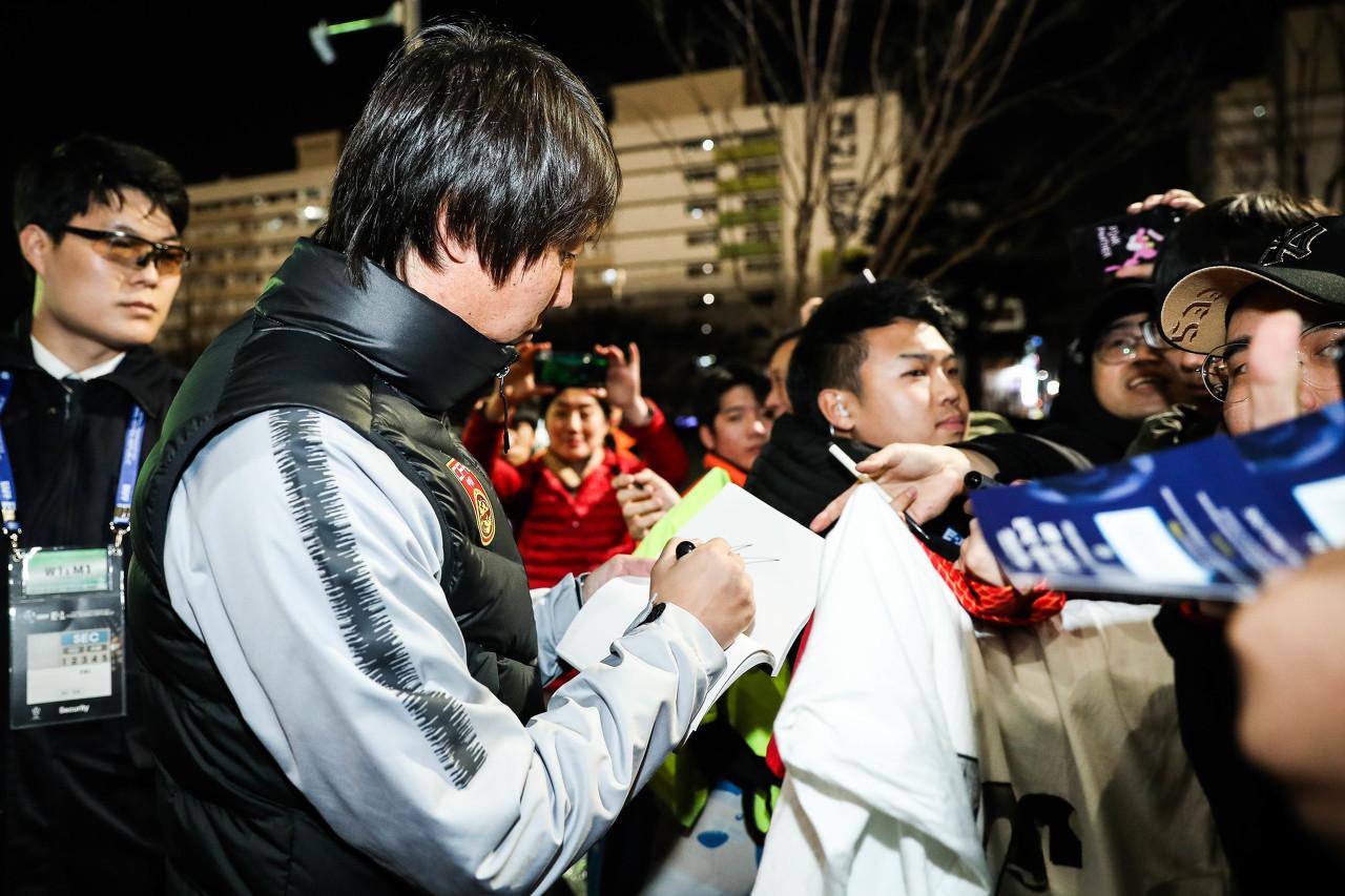 北青:国足与卓尔热身提前至今天进行 李铁团队要求禁用手机