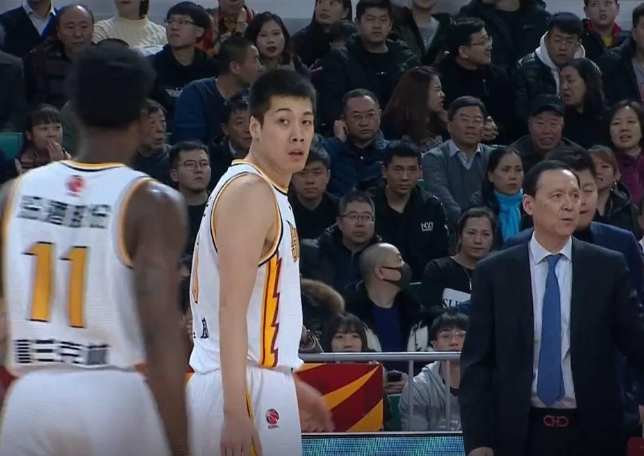 威猛先生!任骏威40分钟拿下27分8篮板