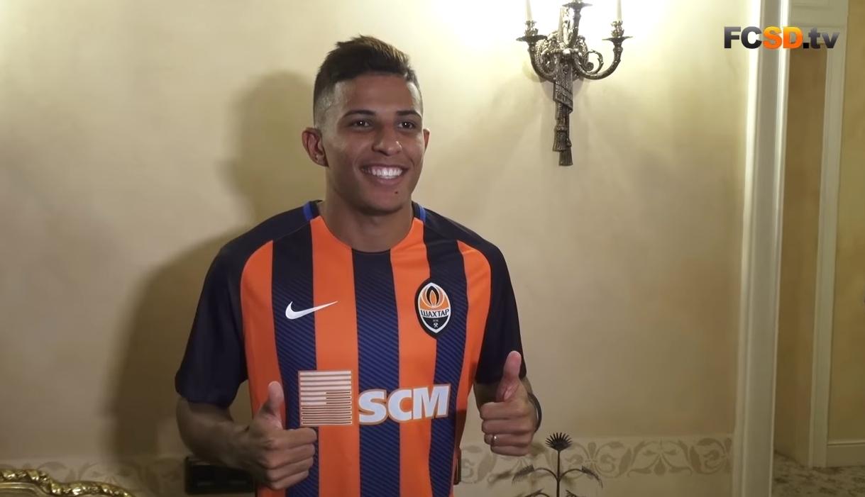 记者:拜仁有意巴西21岁边卫多多,已报价2500万欧
