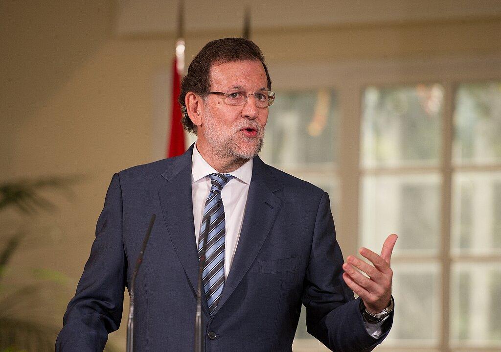 马卡:西班牙前首相拉霍伊可能参选下一届西班牙足协主席
