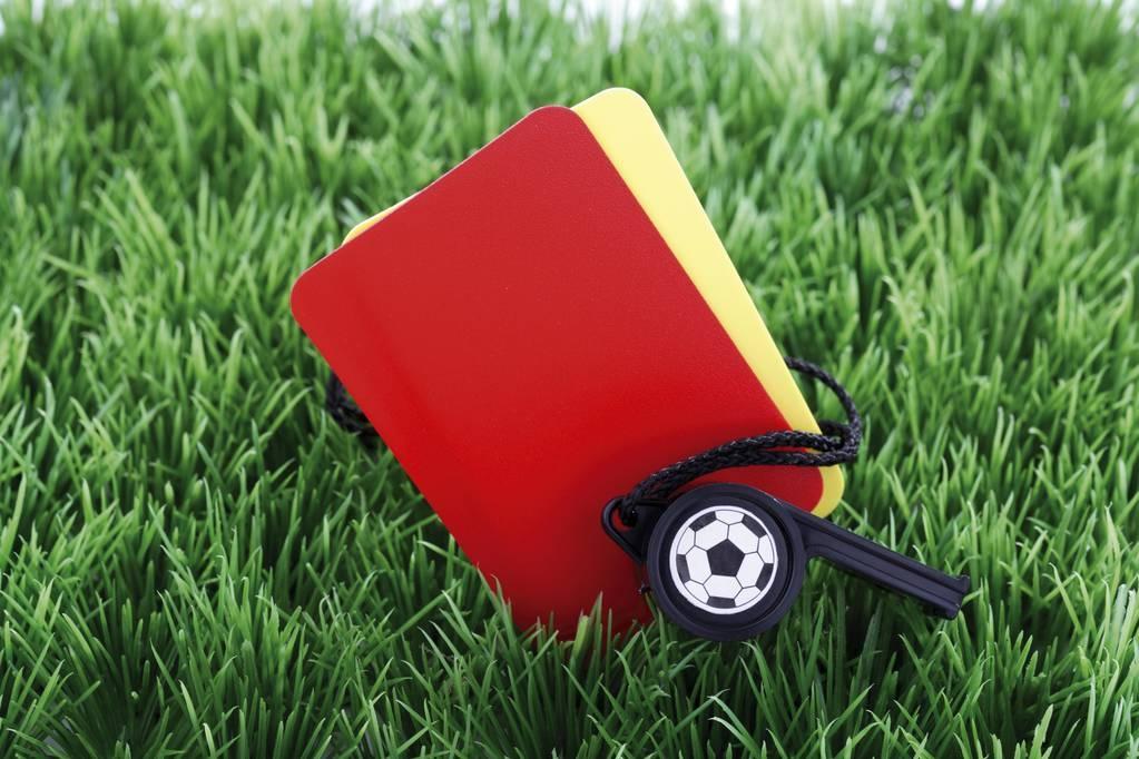 英媒:因手球判罚饱受广泛批评,英超裁判被告知需放松尺度-直播吧zhibo8.cc