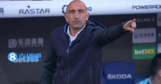 世体:西班牙人曾经和阿韦拉多谈论续约,并开始计划下赛季