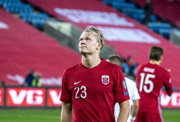 哈兰德穿博卡青年球衣训练,挪威主帅:他本可以选其他球衣